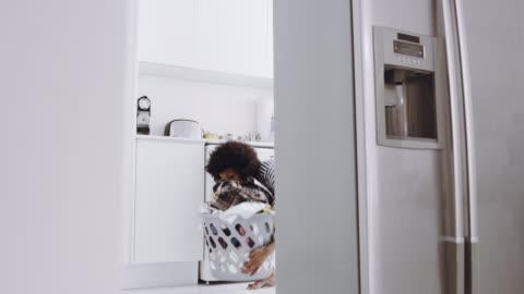vidéos et rushes de c' est jour de lessive aujourd'hui - laver
