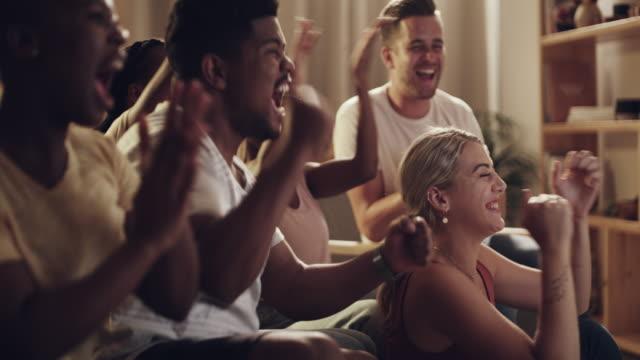stockvideo's en b-roll-footage met het is wedstrijddag en iedereen is enthousiast - gezichtsuitdrukking