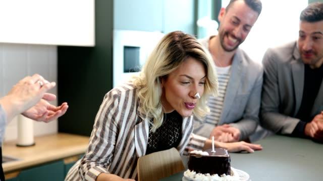 vidéos et rushes de c'est mon anniversaire - féliciter