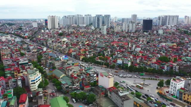 stockvideo's en b-roll-footage met het is een zwaar druk district - population explosion