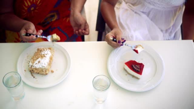stockvideo's en b-roll-footage met het is tijd voor het dessert - nagerecht