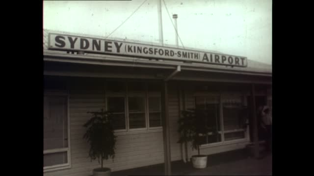 stockvideo's en b-roll-footage met ivan skripov, press secretary to the russian embassy canberra, being deported for espionage: 'sydney kingsford smith airport' external of building /... - spion