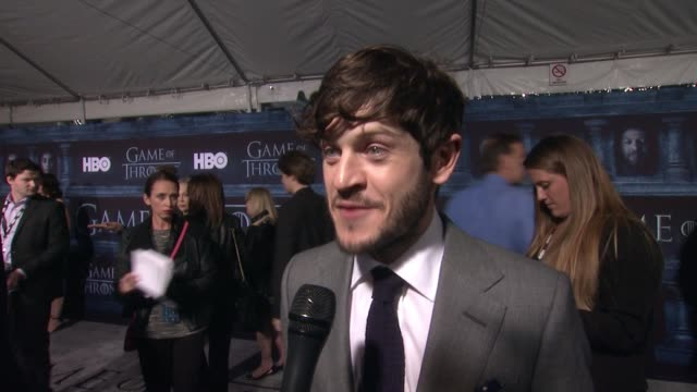 iwan rheon on that he's here at the tcl chinese theater and what it means to have his show premiere at such an iconic hollywood theater, on what he... - tcl chinese theater stock-videos und b-roll-filmmaterial