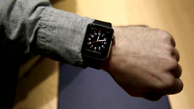 iwatch demonstations in new york city on march 9th 2015 shots interior close shots of male hands operating the iwatch on a male wrist close shots of... - 2015点の映像素材/bロール