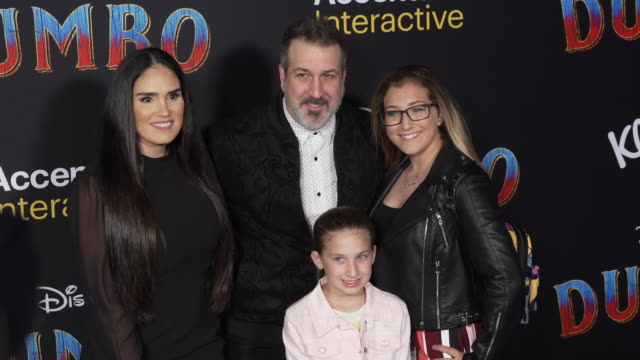 "vídeos de stock e filmes b-roll de izabel araujo and joey fatone at the ""dumbo"" world premiere at the el capitan theatre on march 11, 2019 in hollywood, california. - joey fatone"