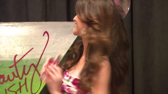izabel goulart at the victoria's secret supermodels selita ebanks and izabel goulart toast to summer beauty at victoria's secret in new york, new... - izabel goulart stock videos & royalty-free footage