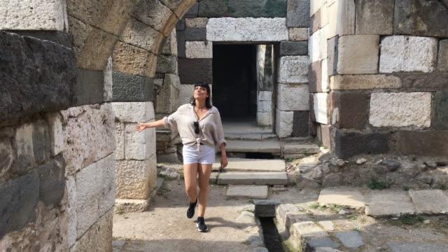 izmir agora römische ruinen, ägäis türkei - athens greece stock-videos und b-roll-filmmaterial