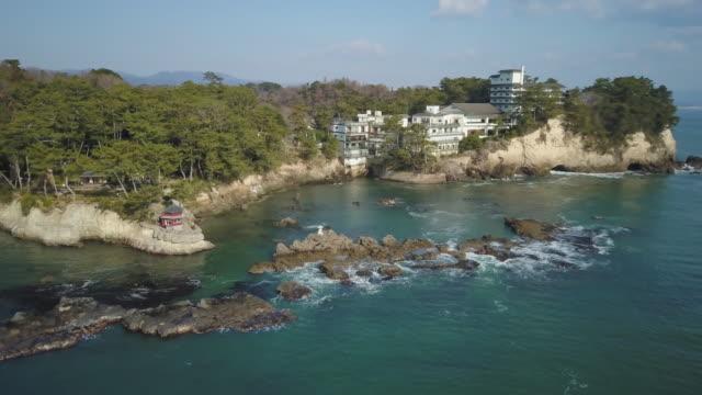 vídeos de stock, filmes e b-roll de ws aerial izura coast and rokkakudo, kitaibaraki, ibaraki prefecture, japan - ponto de referência natural