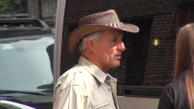 jack hanna at the late show in new york 9/27/11 - jack hanna stock-videos und b-roll-filmmaterial