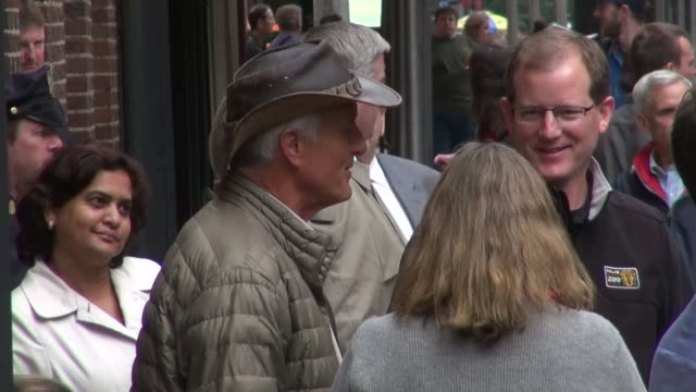 jack hanna at the 'late show with david letterman' studio - jack hanna stock-videos und b-roll-filmmaterial