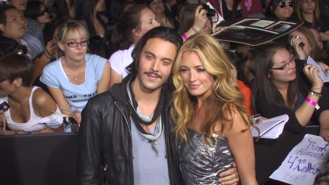 jack huston , cat deeley at the 'the twilight saga: new moon' premiere at westwood ca. - twilight stock videos & royalty-free footage