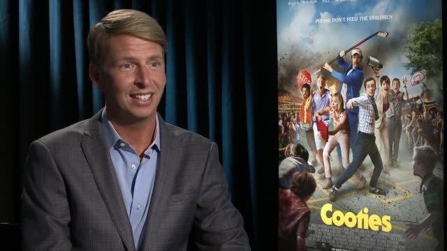 vídeos y material grabado en eventos de stock de interview jack mcbrayer on how he would describe this movie on all the movie references on the film on his favorite reference on working with 2... - jack mcbrayer