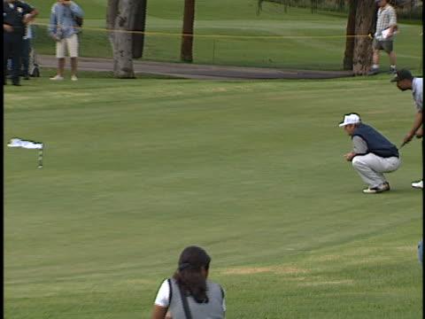 vídeos de stock e filmes b-roll de jack nicholson at the lapd celeb golf tournament at rancho park west los angeles in west los angeles, ca. - autografar
