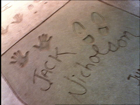 stockvideo's en b-roll-footage met jack nicholson's hand + footprints in cement / graumann's chinese theater - tcl chinese theatre