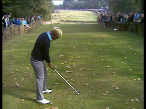 vídeos y material grabado en eventos de stock de jack nicklaus hits a long iron from 16th tee world matchplay championship final wentworth 1971 - zapato de golf
