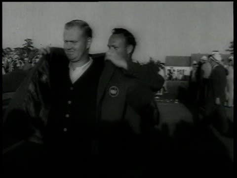 vídeos de stock e filmes b-roll de jack nicklaus puts on winners jacket and shakes hands / united states - campeonato desportivo