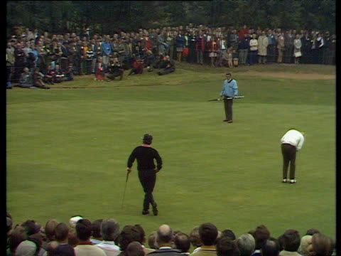 jack nicklaus takes his time on 15th green then sinks long putt world matchplay championship final wentworth 1970 - pga world golf championship stock videos & royalty-free footage