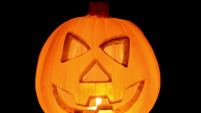 hd : jack o' lantern on black - halloween - kurbits bildbanksvideor och videomaterial från bakom kulisserna