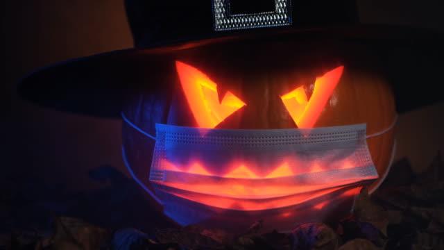 jack o' lantern - zucca legenaria video stock e b–roll