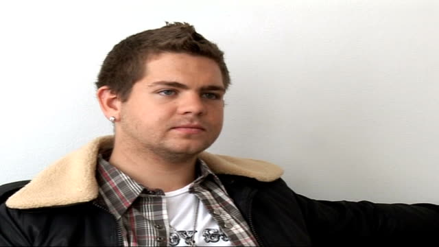 vídeos de stock, filmes e b-roll de jack osbourne interview drug abuse and hollwood is pretty prevalent / the osbourne's show happened by accident it create d a whole new genre of... - kelly osbourne