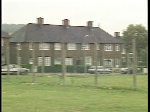 CRIME / Jack Straw announces inquiry into murder of Stephen Lawrence ITN Eltham EXT / PAN Houses where suspect might live