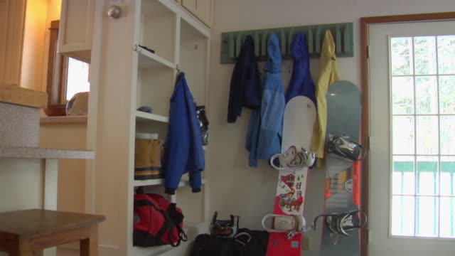 vidéos et rushes de ms, jackets, boots and snowboards in cabin, whitefish, montana, usa - sport d'hiver