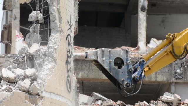 vidéos et rushes de marteau-piqueur excavator camion - faire fonctionner