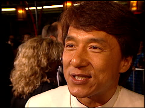 vidéos et rushes de jackie chan at the 'rush hour' premiere at grauman's chinese theatre in hollywood, california on september 9, 1998. - rush hour