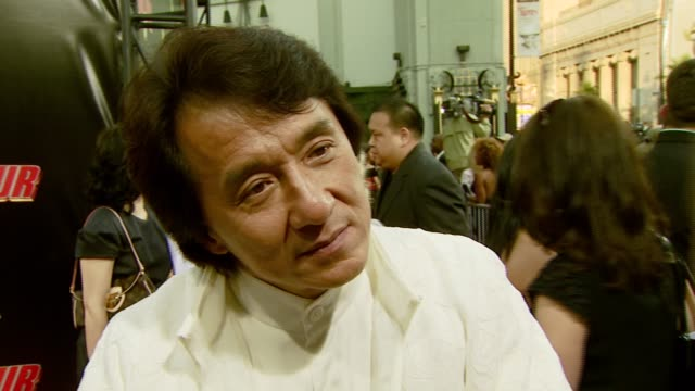 vidéos et rushes de jackie chan on being reunited with the cast and crew, how he stays in top physical condition, and the eiffel tower scene at the 'rush hour 3' los... - rush hour