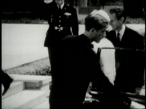 vídeos de stock e filmes b-roll de jackie kennedy exiting car and greeting french president charles de gaulle / france - 1961