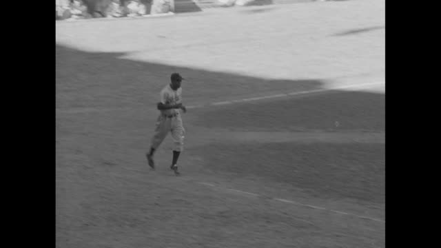 vídeos y material grabado en eventos de stock de jackie robinson at bat receives a walk and jogs to first base / robinson slides and steals second base / robinson gets tagged out running to third... - base home