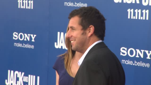 vidéos et rushes de jackie sandler and adam sandler at the 'jack and jill' world premiere at westwood ca - westwood