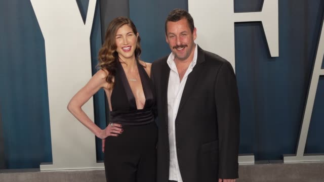 jackie sandler and adam sandler at vanity fair oscar party at wallis annenberg center for the performing arts on february 09, 2020 in beverly hills,... - アダム・サンドラー点の映像素材/bロール
