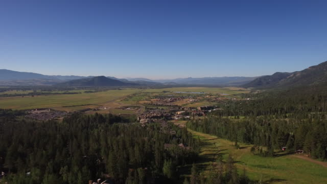 jackson hole aerial in the summer - jackson hole stock-videos und b-roll-filmmaterial