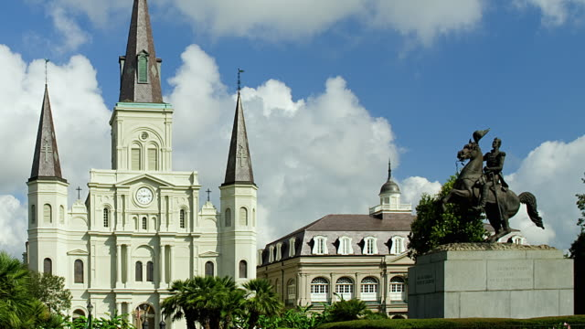T/L MS PAN ZO Jackson Square with Cabildo and Saint Louis Cathedral and statue of Andrew Jackson, New Orleans, Louisiana, USA