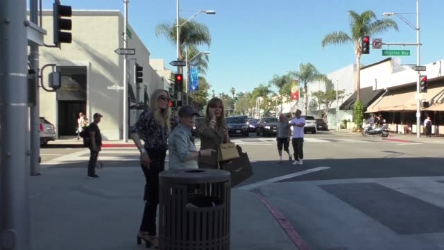 jaclyn smith and alana stewart shopping in beverly hills at celebrity sightings in los angeles on october 27, 2017 in los angeles, california. - alana stewart stock videos & royalty-free footage