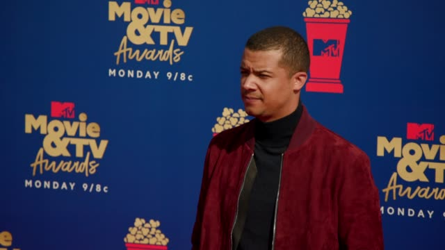 jacob anderson at the 2019 mtv movie & tv awards at barkar hangar on june 15, 2019 in santa monica, california. - mtvムービー&tvアワード点の映像素材/bロール