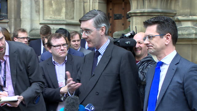 jacob reesmogg describing how he feels a replacement for theresa may leading brexit should deal with the eu - parlamentsmitglied stock-videos und b-roll-filmmaterial