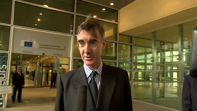 Jacob ReesMogg saying the Chequers Brexit proposal is rubbish and the UK should adopt a Canadastyle free trade deal
