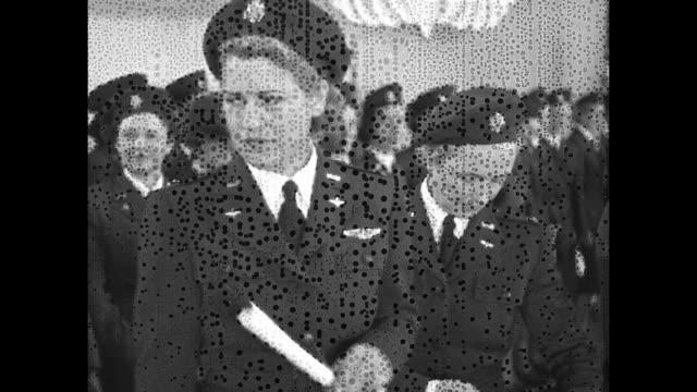 vs jacqueline cochran director of women pilots army air forces at podium with microphones other military officers on stage / vs women receive their... - 空軍点の映像素材/bロール