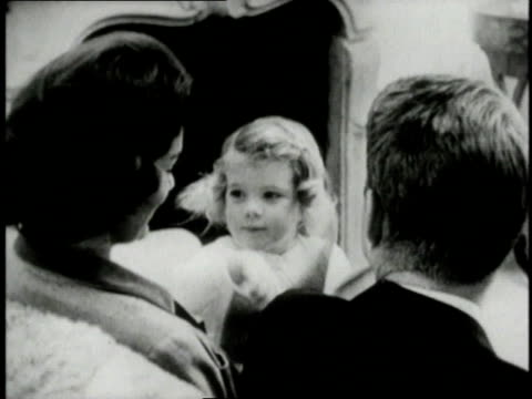 stockvideo's en b-roll-footage met jacqueline kennedy and john f kennedy with their daughter caroline kennedy / united states - jacqueline kennedy