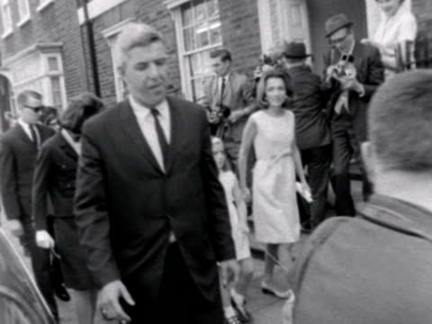 stockvideo's en b-roll-footage met jacqueline kennedy her sister and their children walk down a london street surrounded by bodyguards and photographers 1965 - jacqueline kennedy