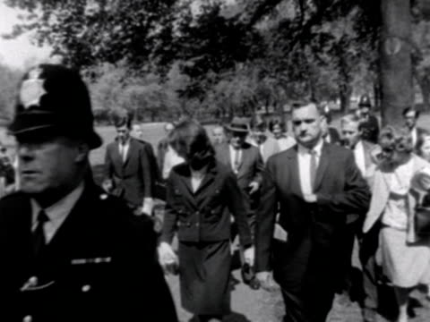 stockvideo's en b-roll-footage met jacqueline kennedy her sister and their children walk through green park surrounded by bodyguards and the press 1965 - jacqueline kennedy