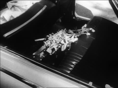 jacqueline kennedy's bouquet of flowers in back seat of car / jfk assassination - attentat auf john f. kennedy stock-videos und b-roll-filmmaterial