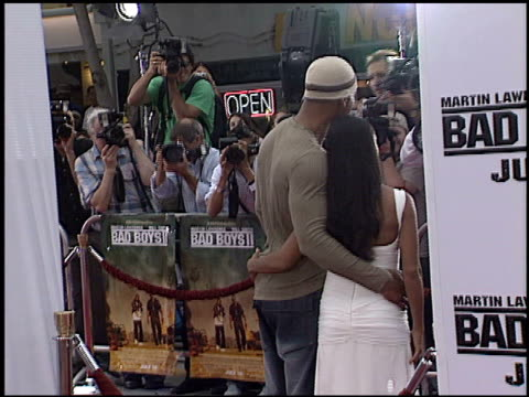 vídeos de stock, filmes e b-roll de jada pinkett at the 'bad boys ii' premiere on july 9 2003 - bad boys ii