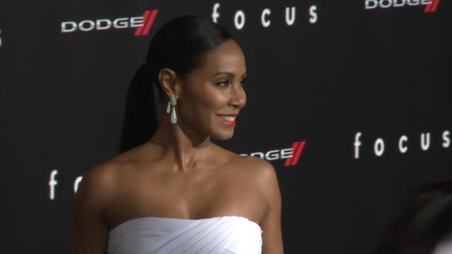 """jada pinkett smith at the """"focus"""" los angeles premiere at tcl chinese theatre on february 24, 2015 in hollywood, california. - teatro cinese tcl video stock e b–roll"""