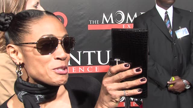jada pinkett smith on her and will smith's decision to help finance this film, her rock album, and on singing metal music as an outlet for her... - 俳優 ウィル・スミス点の映像素材/bロール