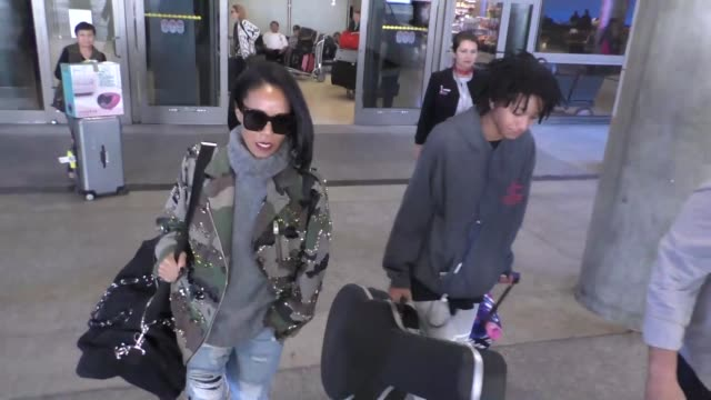 jada pinkett smith & willow smith arriving at lax airport in los angeles in celebrity sightings in los angeles, - jada pinkett smith stock videos & royalty-free footage