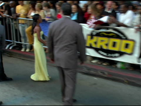 jada pinkett smith with fans at the 'collateral' los angeles premiere at the orpheum theatre in los angeles, california on august 2, 2004. - orpheum theatre stock videos & royalty-free footage