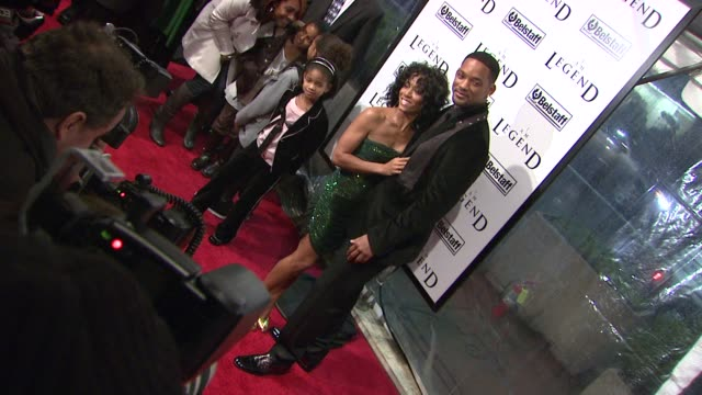jada pinkett-smith, will smith, jaden smith, and willow smith at the 'i am legend' premiere at madison square garden in new york, new york on... - jada pinkett smith stock videos & royalty-free footage